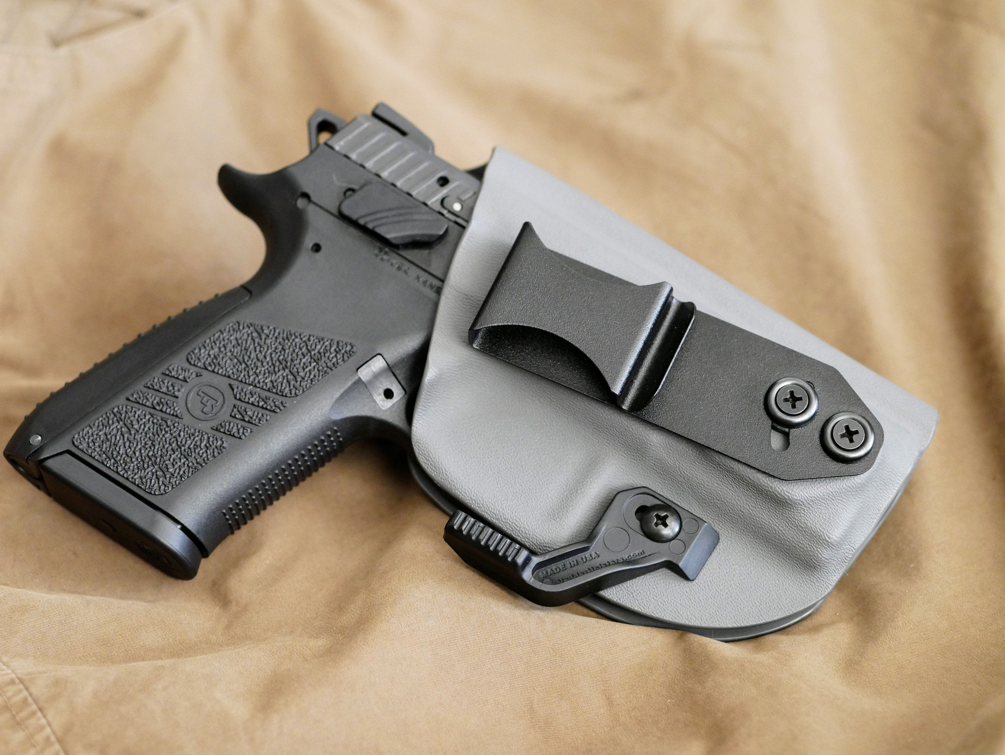 Vedder Light Tuck Holster: Raw Truth Review - The Everyday
